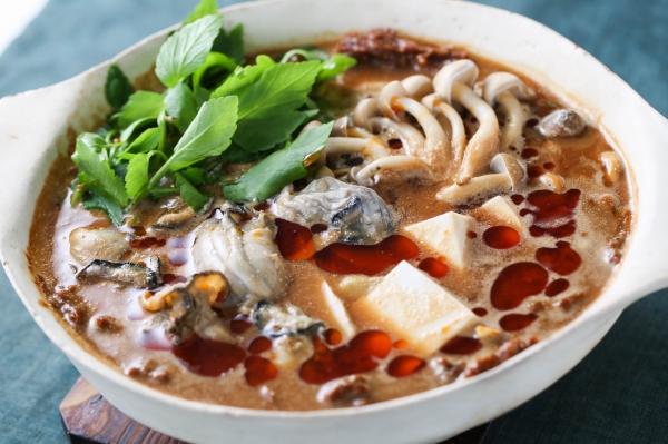 牡蠣の辛味みそ鍋