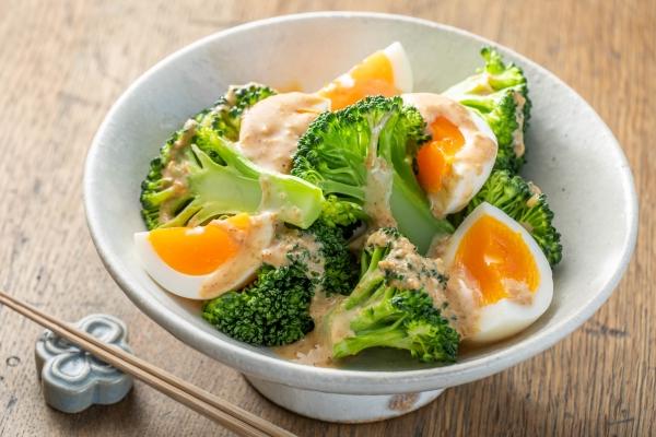 ブロッコリーとゆで卵のごまだれソース